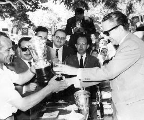 146 - Recibiendo el 1º premio de albañilería